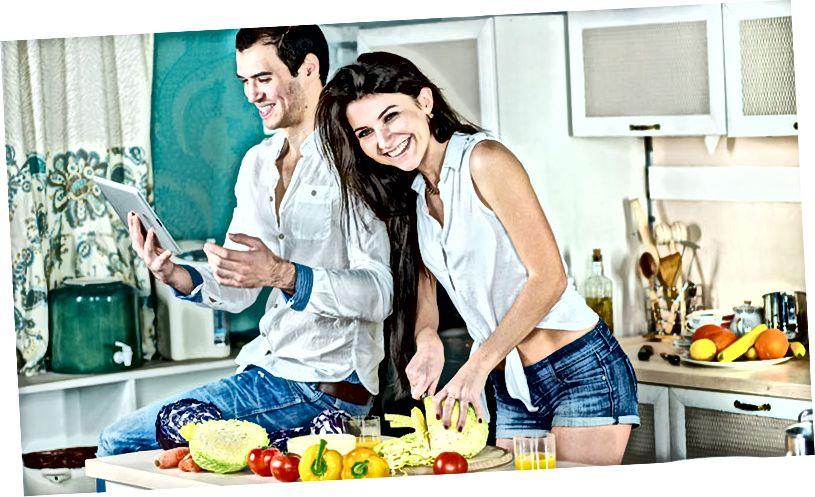 अपने साथी के साथ खाना बनाना