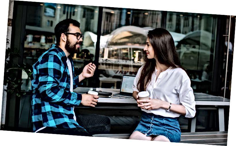 15 Zeichen Jemand flirtet mit dir und ist nicht nur freundlich