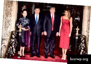 Kiinan presidentti Xi Jinping, hänen vaimonsa Peng Liang ja muut. Kuva: Wikimedia Commons