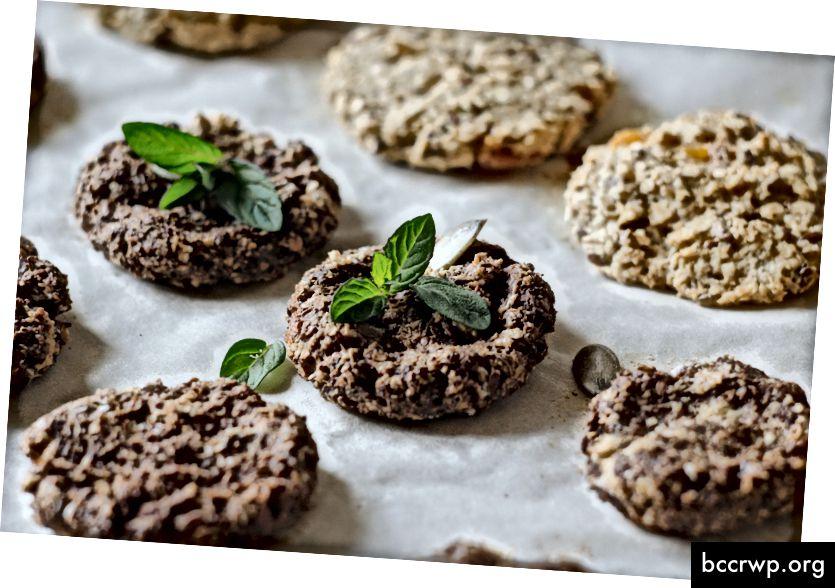 Dva typy cookies - foto Alia Nadia na Unsplash