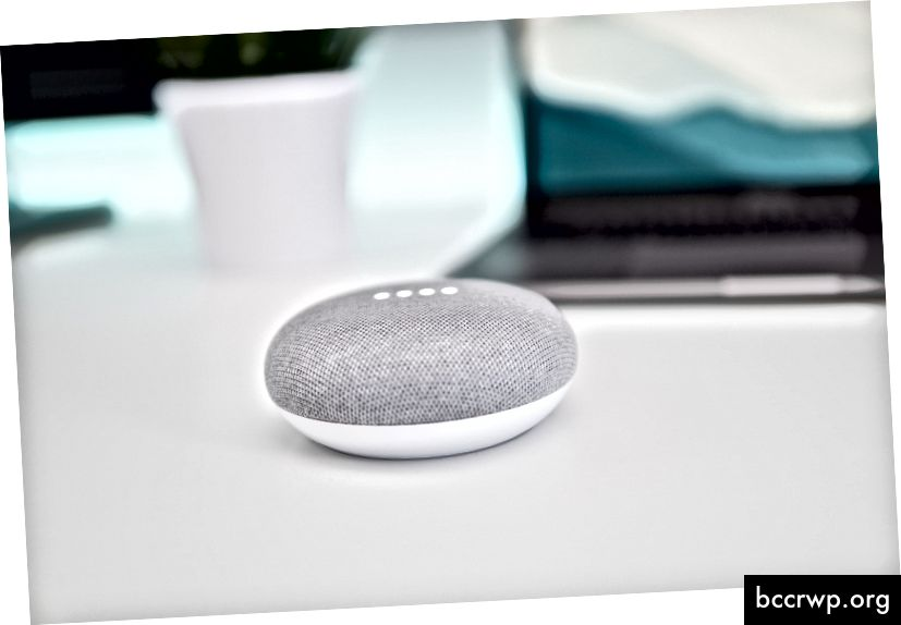Google Home Mini Foto de Kevin Bhat a Unsplash
