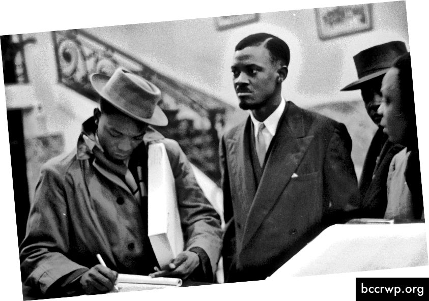 Patrice Lumumba í Belgíu í sjálfstæðisviðræðum. Lumumba var látinn laus úr fangelsi í kjölfar mótmæla.