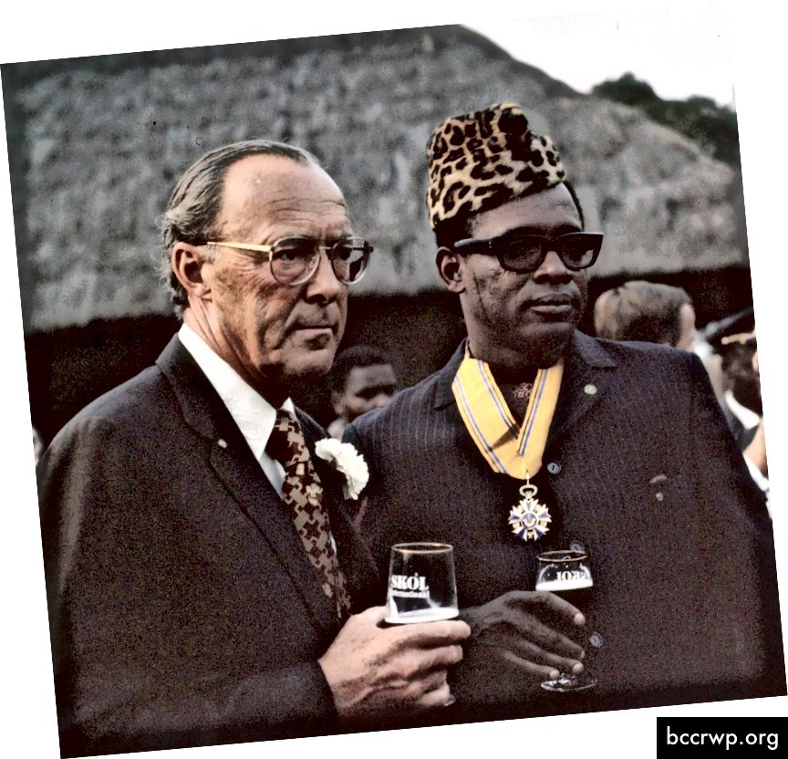 Mobutu Sese Seko og Bernhard prins frá Hollandi 1973. Mobutu var nýlenduhermaður þjálfaður af Belgum sem steyptu lýðræðinu af stóli með að minnsta kosti þegjandi stuðningi vestrænna stjórnvalda. Hann endurnefndi landið Zaire og stjórnaði með hrottalegri alræðisstjórn sem auðgaði hann persónulega.