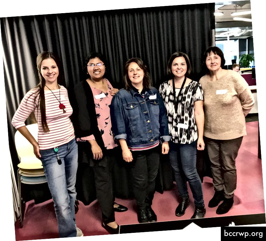 """CodeRetreat"" fasilitatoriai Victoria Schiffer, Michelle Gleeson su mūsų #DevOpsGirls programinės įrangos inžinieriais Edit, Padmavathi ir Natalia"