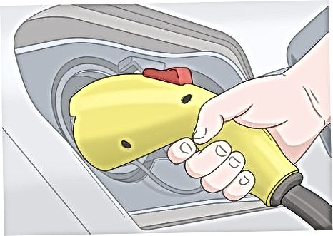 Bir Prius Plug-inu doldurmaq