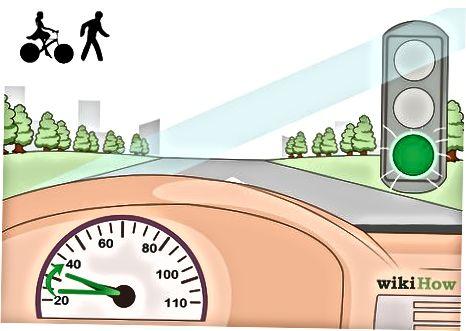 वाहनों में यातायात नियमों का पालन