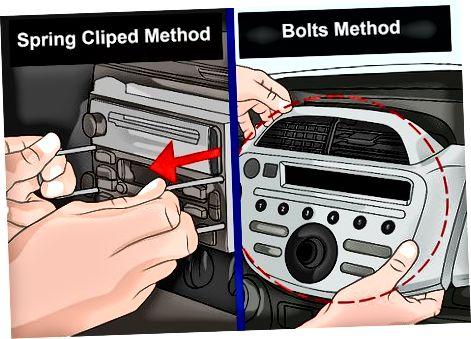 Vispirms noņemiet veco stereo