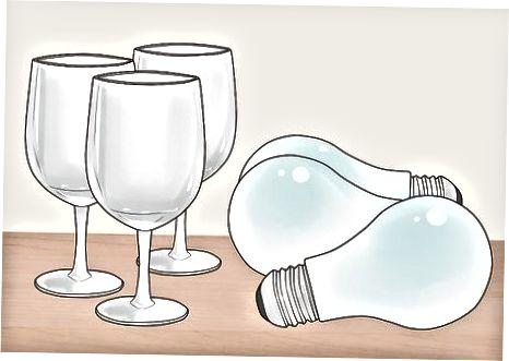 Usando óculos e lâmpadas de plástico