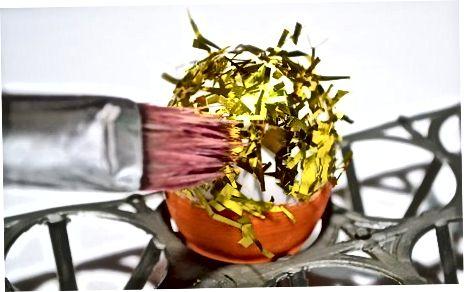 Պատրաստելով գեղարվեստական Confetti ձու