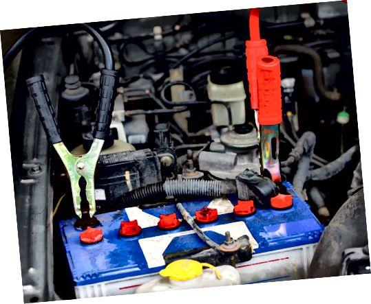 jak usunąć akumulator samochodowy