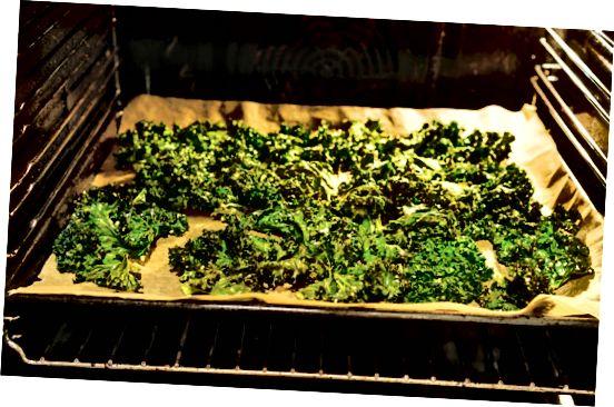 sprød grønnkål på bagepladen