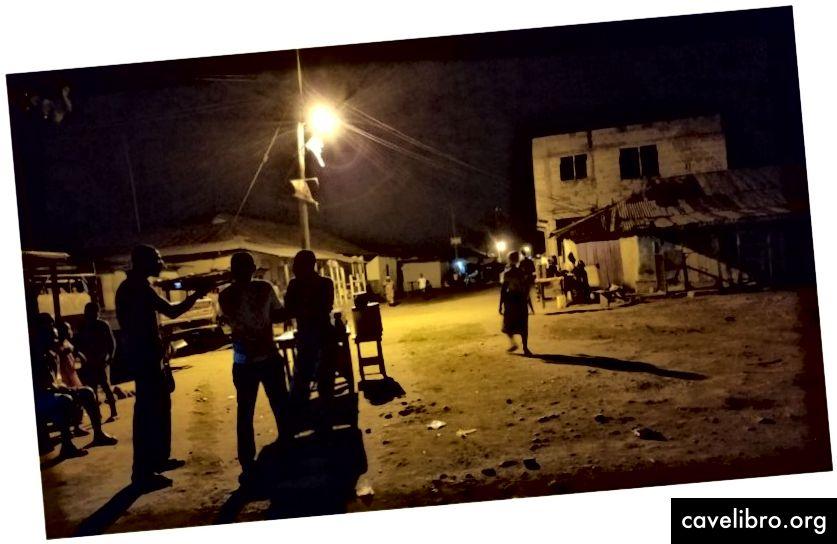 Trgovci slikovnim tržištima u Gani uhvatili su se u sklopu pilot studije EDI o poštivanju poreza. (Kredit: Emilia Tjernström)