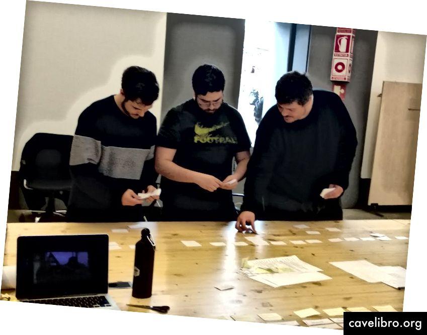 डी देव बूटकैंप से हमारे सहयोगियों के साथ कार्ड छँटाई