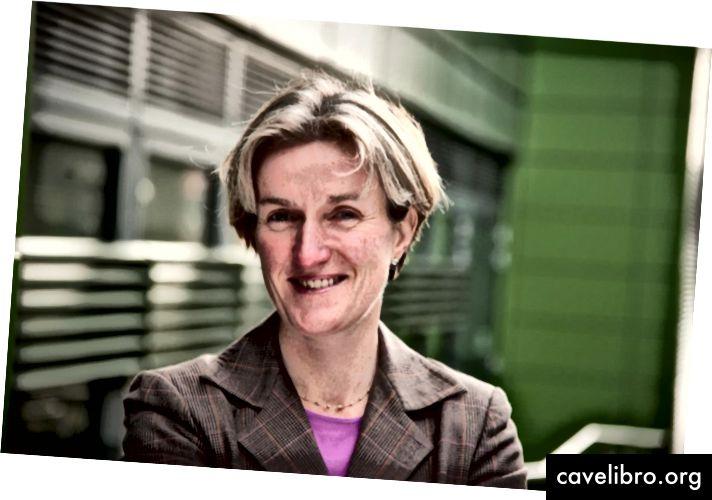 La professeure Helen McShane est chef adjointe du département de médecine de Nuffield, professeure de vaccinologie et médecin honoraire consultante à l'Institut Jenner de l'Université d'Oxford.