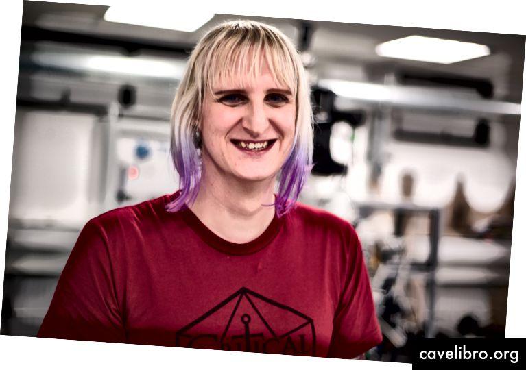 Dr Clara Barker (@ClaraMBarker) dirba Medžiagų departamente, vadovaujant taikomosios superlaidumo centrui.