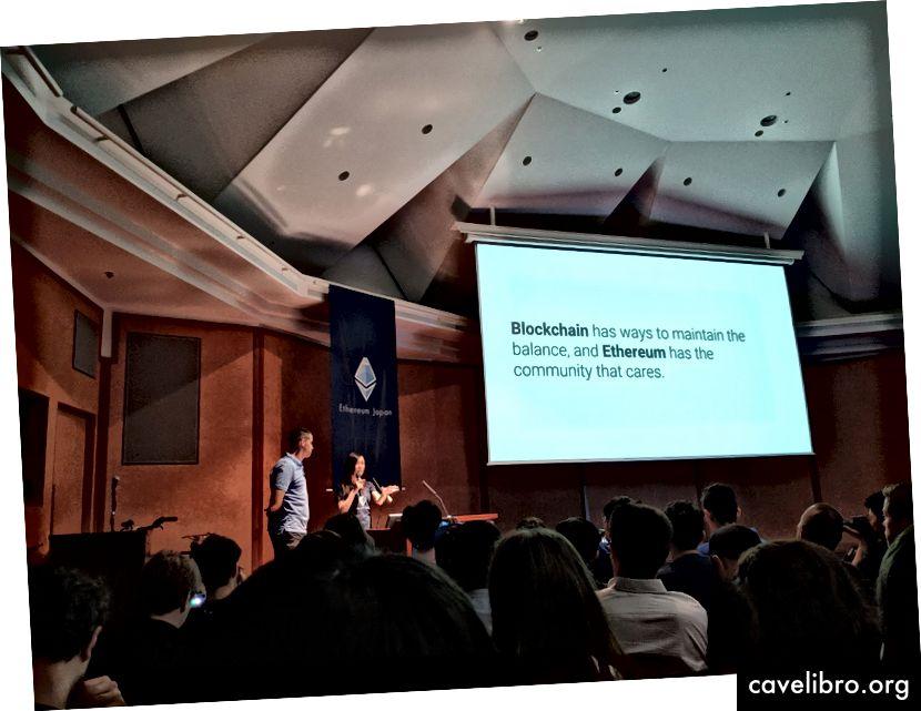 Pengarah Eksekutif yayasan Ethereum Aya Miyaguchi bercakap pada pertemuan Ethereum Jepun mengenai kepentingan masyarakat