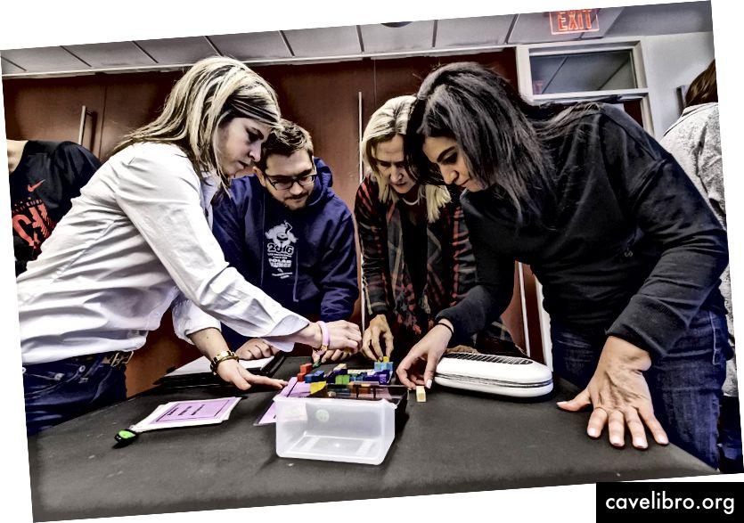 """""""COD Newsroom"""" """"DuPage STEM"""" profesinio tobulėjimo dirbtuvės moko """"Escape Games 2017 29"""" """"yra licencijuotos pagal CC BY 2.0"""