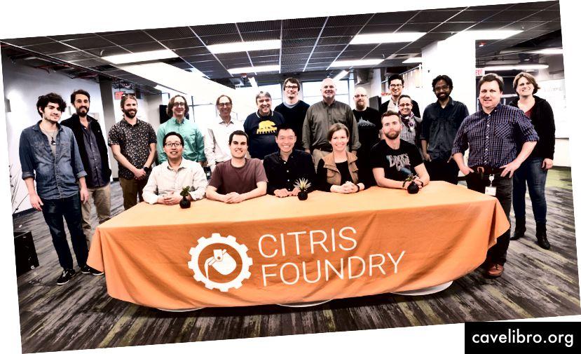 Notre cohorte du printemps 2018 s'éloigne de l'orientation du nouveau CITRIS Foundry Entrepreneurship Hub à l'UC Berkeley.
