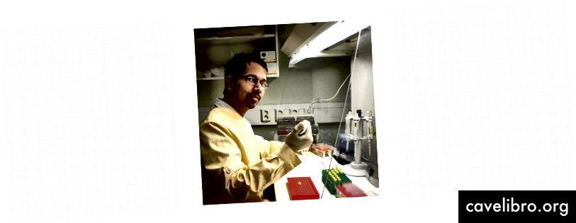 ज्ञानेश्वर चौबे डीएनए सैंपल की प्रोसेसिंग करते हैं