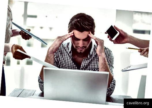 स्टाफ की कमी का मतलब है अतिरिक्त काम - और तनाव - सभी के लिए