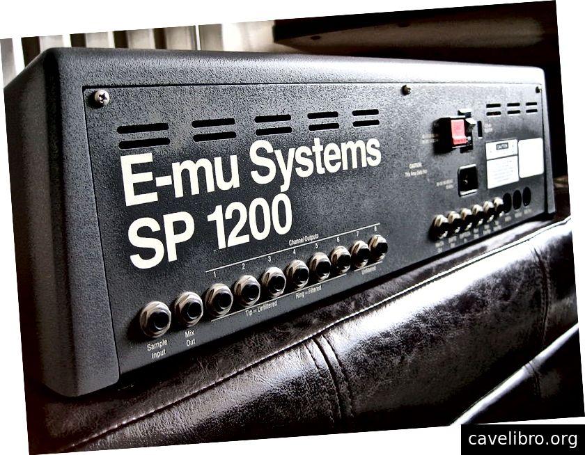 Zadnji del vzorčnika E-mu SP-1200. (Kredit: Wikimedia)