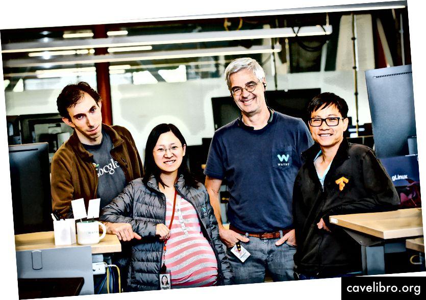 वेमो और Google टीमों के सदस्य (बाएं से): गेब्रियल बेंडर, शुयांग चेंग, मैथ्यू डेविन और क्वे ले