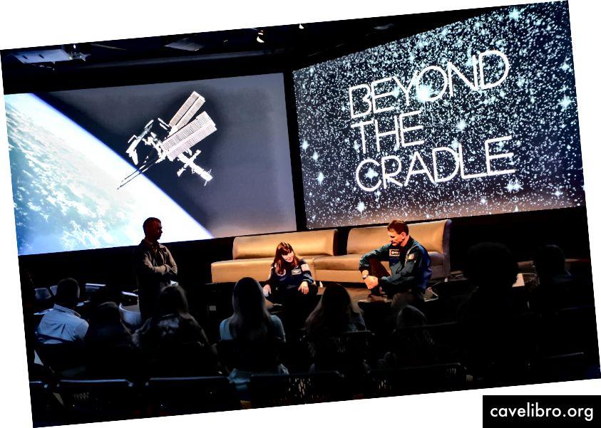 Plénière Au-delà du berceau 2018: L'astronaute Augury Cady Coleman, ret. Astronaute de la NASA; Denis Matveev, Cosmonaut; Paolo Nespoli, astronaute et ingénieur de l'ESA Crédit: Jon Tadiello