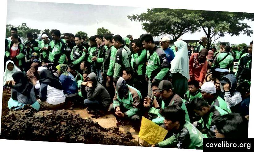 Source: http://curvetube.com/Pemakaman_Driver_Gojek_Tertabrak_Mobil_Dihadiri_Ribuan_Keluarga_Gojek/E8WW34kbxWw.video