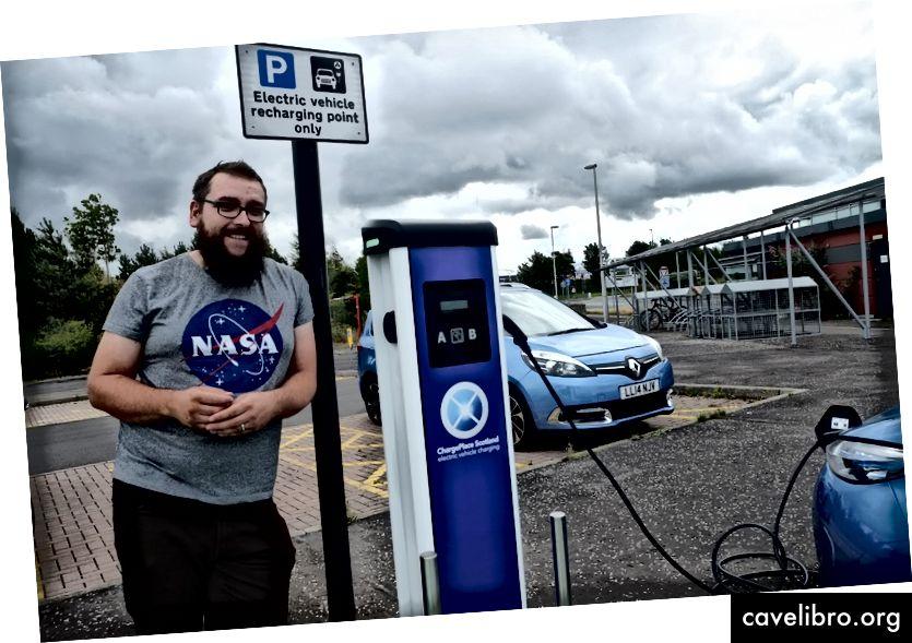 A Bulb biztosítani szeretné, hogy a jövőbeni termékeink és szolgáltatásaink illeszkedjenek az EV járművezetők igényeihez. Az Edinburgh-i Ross nemrég töltött időt velünk, hogy segítsen megérteni azokat a problémákat, amelyekkel az EV járművezetők szembesülnek
