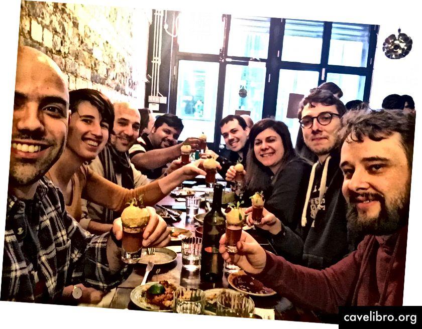 Timski ručak u Gunpowderu, London.