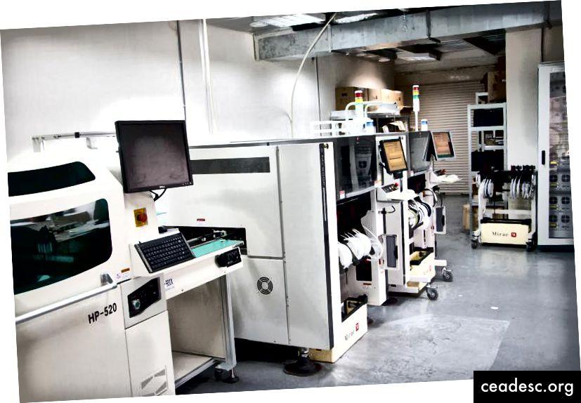 Máquinas para SMT (tecnología de montaje en superficie) en la fábrica