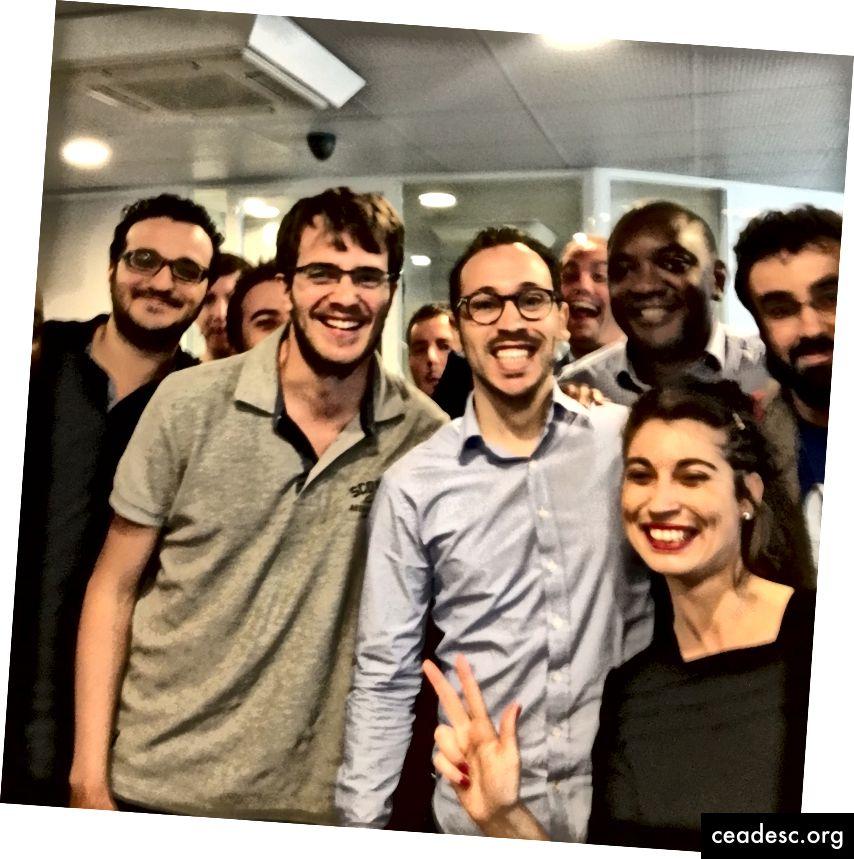 Les gens heureux chez Axones, que j'ai été si heureux de rencontrer à Paris. Pouvez-vous repérer le développeur NativeScript qui crée le plugin Webstorm?