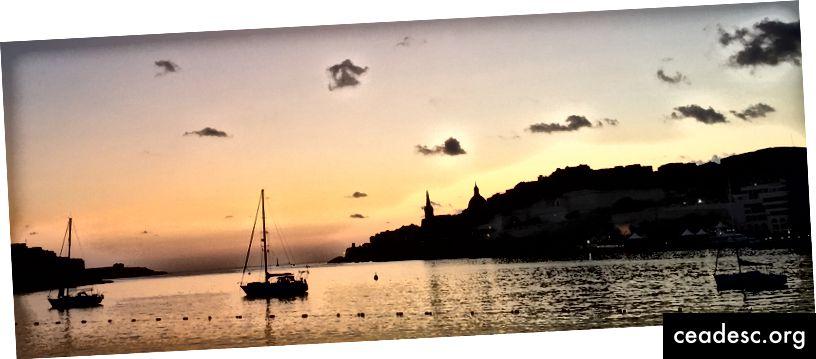 Kell 6 päikesetõus Valletta kohal Maltal. © Davina Spriggs 2017.