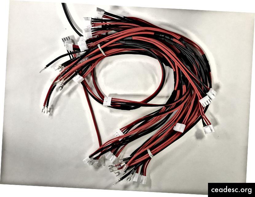 Захранващите кабели трябва да се доставят с панелите