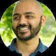 Neil Vidyarthi está contemplando cómo responder a los correos electrónicos utilizando solo emojis.