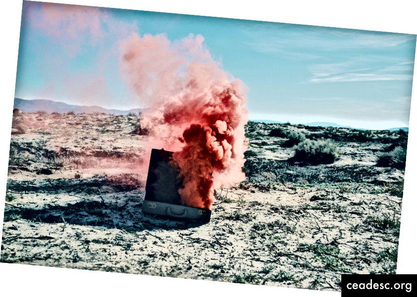 যদি মরুভূমিতে কোনও বোমা ছুটে যায় এবং কেউ নেই তবে কী এখনও এটি শব্দ করে? ফ্রেড্রিক কেয়ার্নির ছবি