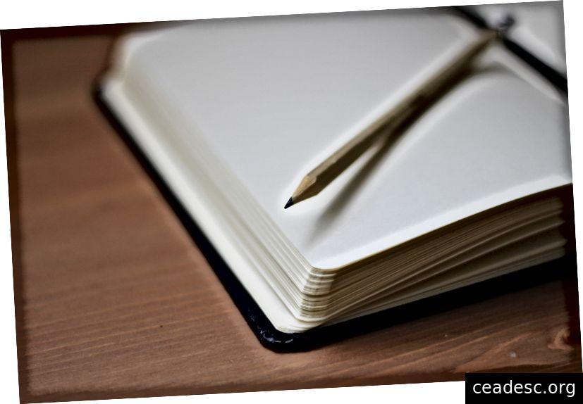 """""""Un crayon sur un cahier ouvert"""" de Jan Kahánek sur Unsplash"""