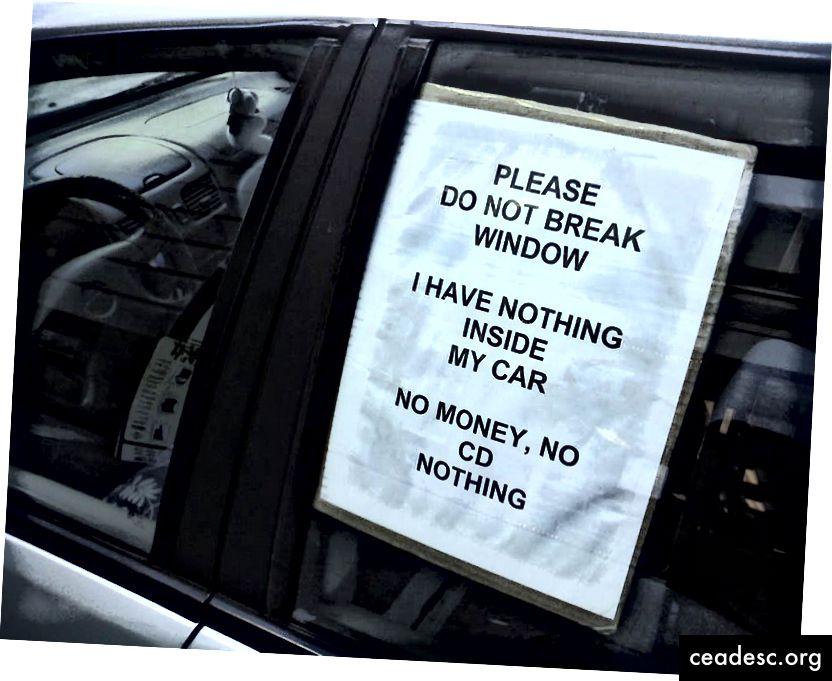 Segno reale su un'auto a San Francisco