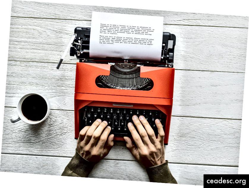 """Rawspiksli abil kirjutab Unsplash saidil """"inimene kirjutavat midagi punase kirjutusmasina abil"""""""