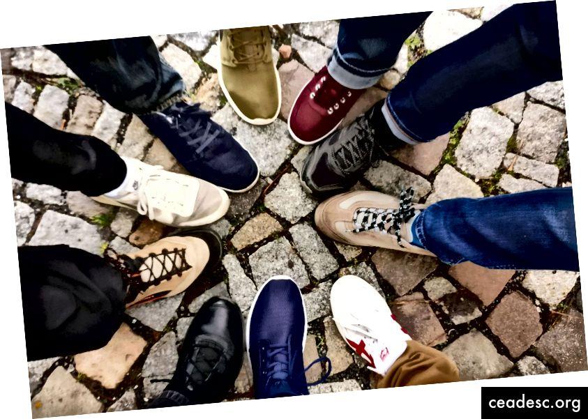 تواصل اجتماعي. العمل معا لتحفيز بعضهم البعض على. الصورة الائتمان: الاستنسل