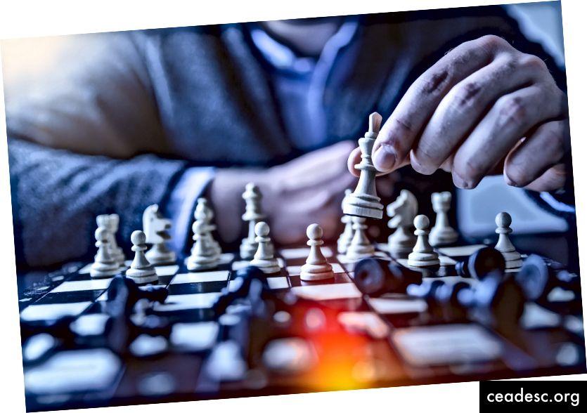"""JESHOOTS.COM vietnē """"Unsplash"""" """"lauka lauka fotografēšanas dziļums šahā spēlējošam cilvēkam"""""""