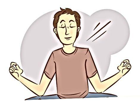 Practicando respiración profunda y meditación