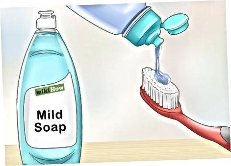 با استفاده از صابون ملایم
