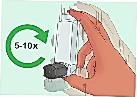 Een dosisinhalator met of zonder een tussenstuk gebruiken