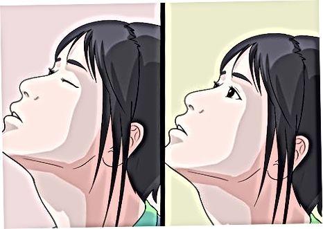 De oogdouche toedienen met een pipet