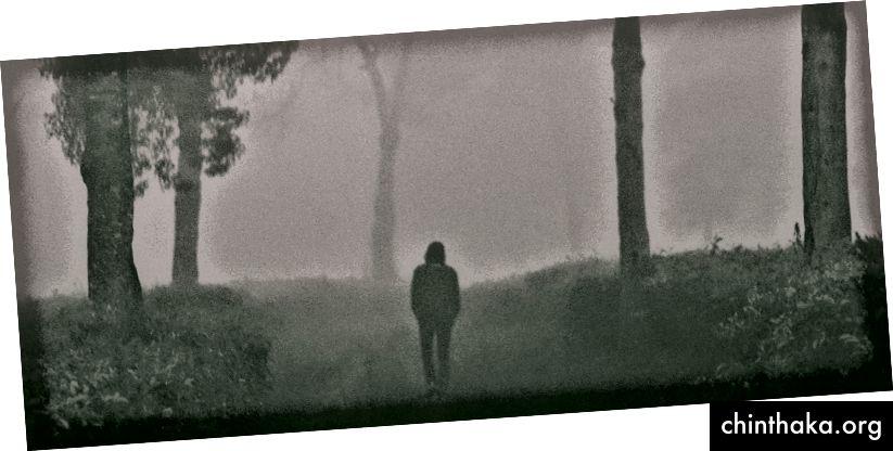 Runter zur dunklen Straße