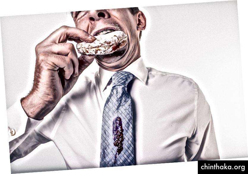 Den Donut zu essen war nicht der Fehler. Das Tragen dieser Krawatte war an erster Stelle. (Bild von Ryan McGuire)