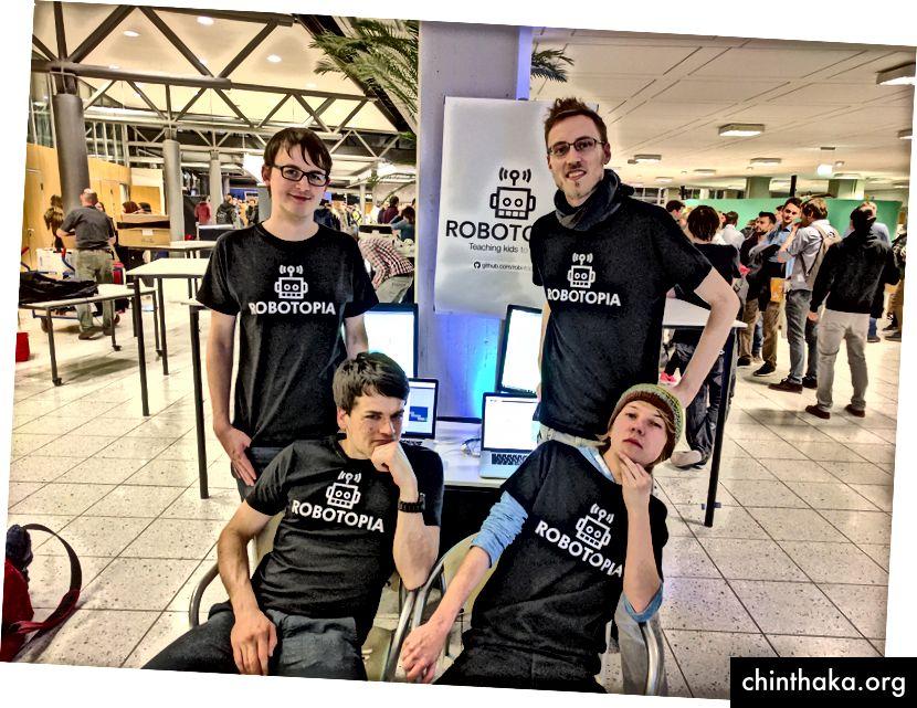 Erschöpft aber glücklich. Unser Team: Paul, Per, Tim und Johannes (von links nach rechts, von oben nach unten)