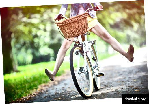 امرأة ركوب الدراجة @ rachwal