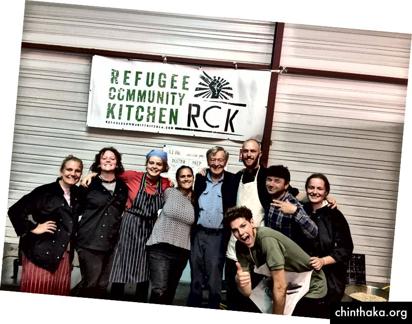 بإذن من Help Helpes / L'Auberge des Migrant / Refugee Community Kitchen